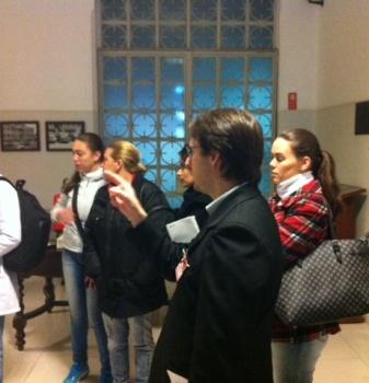 Acadêmicos de Sistemas Biomédicos FAESP realizam visita técnica no Hospital da Cruz Vermelha
